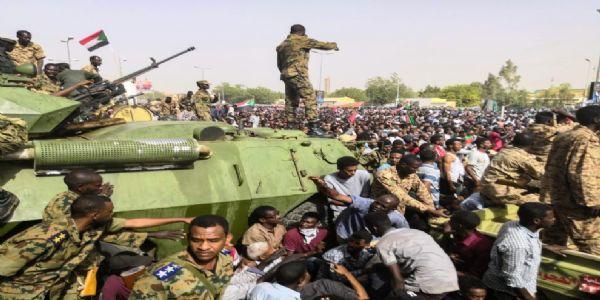सूडानमा सेनाद्वारा बलपूर्वक शासन परिवर्तन, कड़ा विरोध